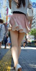 スカートが短すぎてやばい…素人なのにやたらエッチな下半身をした女の子の街撮りエロ画像の画像