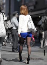 暖かくなってきて中々見れなくなる卑猥な黒パンスト・ショーパンの街撮りエロ画像の画像
