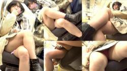 ミニスカ女子の対面に座ってパンチラを狙って撮影された太もも・パンチラ画像の画像