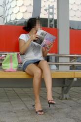 パンチラ率激高…デニムミニ!女の子の無防備な下半身がめちゃくちゃエロいパンチラ画像の画像