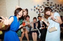 ドレスで着飾った女の子たちが集団でパンチラしまくり!?パーティーで撮られたリア充の集合パンチラ画像の画像