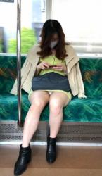 パンチラ率が最も高いタイトスカート女性を対面から狙ったパンチラ画像の画像