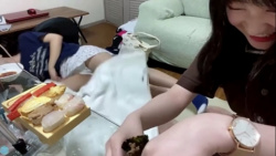 STU48門脇実優菜がSHOWROOMで豪快な白パンチラの画像