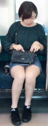 電車内で見つけたパンチラ画像の画像
