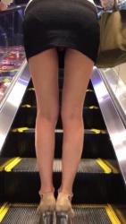 【リアルわかめちゃん】スカートみぢか!パンツがコンニチハしてますやん!の画像