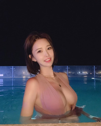 インスタにがっつりおっぱい魅せてる水着動画をアップしてくれる韓国人レーシングモデルの画像