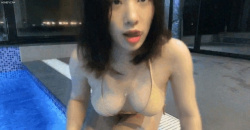むっちむちなドスケベボディを魅せつけながらプール配信してる韓国人美の画像
