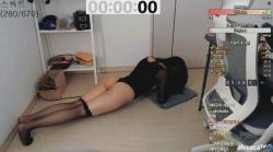 お尻丸出しのハイレグ衣裳でプランクしてる韓国人美女の画像