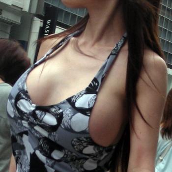 こんな巨乳の素人女性が街を歩いていたら、絶対見ちゃう着衣巨乳の画像