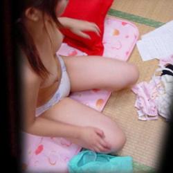自宅で着替え中の彼女や家族を撮影しちゃった家庭内盗撮エロ画像の画像