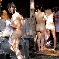 若い素人娘たちが全裸で温泉や銭湯に入浴してたら覗きたくなるよねの画像