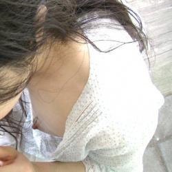 素人の結構若い女の子たちが胸チラしてるとドキドキしちゃうの画像