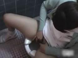 【素人盗撮】病院内隠撮!トイレで嘔吐の後オナニーする女性患者や性欲処理する看護師の姿を撮影した映像の画像