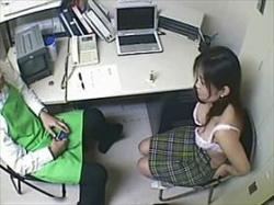 【素人盗撮】万引きした女を事務所に連れ込み服を脱がせチ●コを咥えさせるまで!隠撮した店長のコレクションの画像