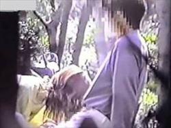 【素人盗撮】本物感がエグイな!野外でフェラと手コキで彼氏を射精させてるカップルを一般人が撮影して流出の画像