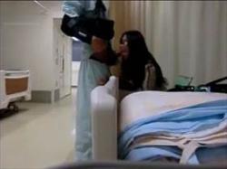 【個人撮影】利き手を骨折してオナニーできないから入院中に彼女をに呼び出しセックスして撮影するバカップルの画像