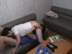 【個人撮影】カラオケBOX従業員による盗撮映像!やりたい盛りの若者カップルがラブホ代わりに個室でセックスの画像