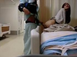 【個人撮影】怪我でオナニー出来ないから病室に彼女呼んでセックスしてるバカップル映像がリアルでエロいの画像