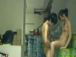 【個人撮影】職場の仲間が盗撮!仕事場で全裸でセックスする人妻と若い男の性行為が生々しすぎてヤバいの画像