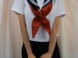 【個人撮影】制服コスで黒ストッキングの女の子がお漏らしする様子を自画撮り投稿!体のモゾモゾがエロ可愛いの画像