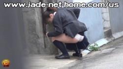 「もう…間に合わない…」尿意MAXでトイレに間に合わずお漏らししちゃうJK盗撮成功wwの画像
