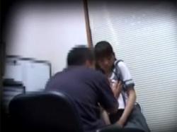 【JK盗撮】万引きした制服姿の女子校生を中年店員が脅してチンポ挿入されるまでの一部始終の画像