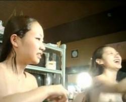 【銭湯盗撮】女風呂を隠し撮り、jkっぽい学生の若い美女達が洗い場で体を洗う一部始終を撮影に成功。の画像