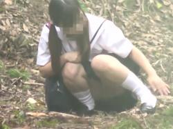 【JC盗撮】田舎の女子中●生が人気のない山中で我慢できずオナニーしている一部始終を撮影に成功wの画像