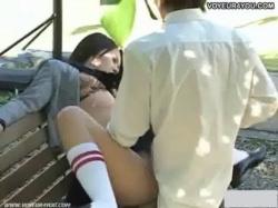 【JK青姦盗撮】公園で乳繰り合う制服カップルが感情に任せて野外SEXに走り元気良く即射し正常位の画像