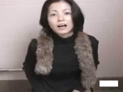 女子トイレに潜入してオナニーしてる女をこっそり盗撮してたらバレちゃったwwの画像