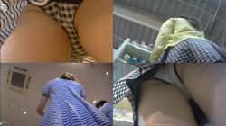 パンチラ盗撮 お母様とショッピング中の私服JK風モデルちゃん2名分です。柄の綿ぱんとチェック柄のお洒落なパンツです。の画像