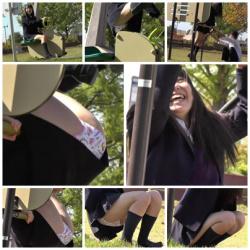 パンチラ盗撮 彼氏と一緒に公園ではしゃいでいるクソミニのロリJK発見!その2の画像