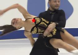 アイスダンス生放送でおっぱいポロリ、ニップレスもろ見え放送事故wwwwの画像