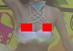ハワイアンダンスで素人がおっぱいポロリ、乳首もろ見えハプニングwwwwwの画像