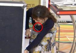江藤愛アナ(34)、生乳モロ見え胸チラ放送事故wwwwwwの画像