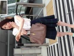【隠撮動画】超絶清楚系美人のオネーさまのお尻は小さ目!パンチラを逆さ撮りされた美女の下半身!の画像