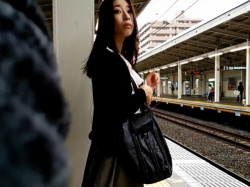 【HD隠撮動画】「ふくろう」さん有罪です!綺麗なお姉さんをターゲットにいたる所で捲りパンチラ!の画像