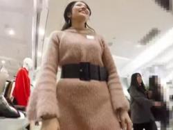【HD隠撮動画】イイやつです!超美人な美脚ショップ店員のお姉さんのパンチラを高画質カメラで大攻略wwwの画像