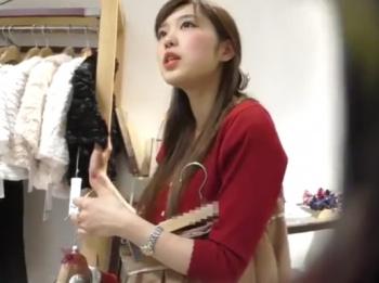 【隠撮動画】逆さHERO!美人ショップ店員の清楚系お姉さんのパンチラを隠し撮りして公開した!の画像