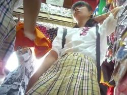 【HD隠撮動画】今どきの小●生美少女のパンチラ下半身事情!パッと見はマセてても中身は「ぱんちゅ」です!の画像