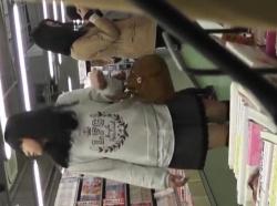 【隠撮動画】マジで堪んねえ!童顔美少女の私服女子校生をリアルに逆さ撮りするパンチラ映像wwwの画像