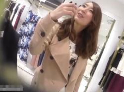 【隠撮動画】逆さHERO!ルックスだけでなく話し方まで清楚美人なショップ店員さんのパンチラ映像!の画像