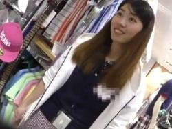 【隠撮動画】清楚系ショップ店員のお姉さんのパンチラを無断撮影して販売する逆さHERO氏の作品!の画像