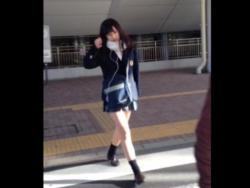 【隠撮動画】ピンクの時計!マジで可愛い女子校生を尾行して捲りパンチラを強襲してる!!の画像