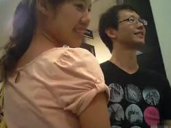 【HD隠撮動画】レンタルDVDショップでカップルの彼女さんが綺麗だったのでパンチラ逆さ撮り!!の画像