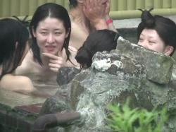 【HD隠撮動画】社員旅行で宿泊したOLお姉さん達の全裸を女子風呂で隠し撮りして公開wwwの画像