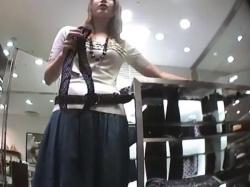 【隠撮動画】Mr.研修生!超絶危険アングルで収録した美人ショップ店員のパンチラ映像!!の画像