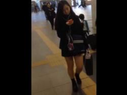 【隠撮動画】可愛らしい制服の女子校生ばかりを狙って繰り返されるスカート捲りパンチラがヤバイ!の画像