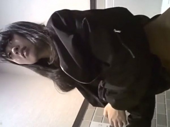 【隠撮動画】観覧注意!女子トイレ本物映像!美人お姉さん多数!ナプキン交換生理中もアリ!の画像