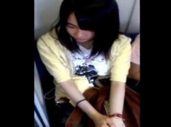 【隠撮動画】中◯生化も!華奢で清純そうなJC美少女のパンチラを電車で隠し撮りした貴重映像がコレwwwの画像